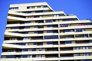 Hoe worden de gemeenschappelijke kosten in een appartementsgebouw verdeeld?