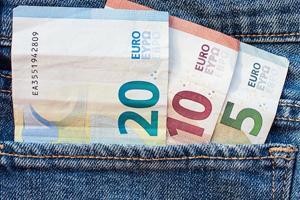 Mag je een aannemer cash betalen?