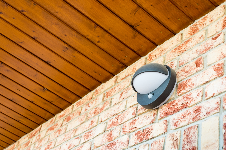 Une lampe à détecteur de présence offerte par une commune à ses habitants