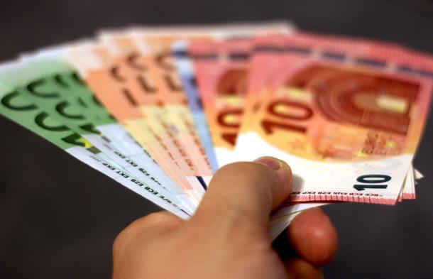 Moet je een wederbeleggingsvergoeding betalen als je je lening vervroegd terugbetaalt?