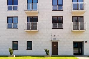 Moeten ook nog niet verkochte appartementen bijdragen in de gemeenschappelijke kosten?