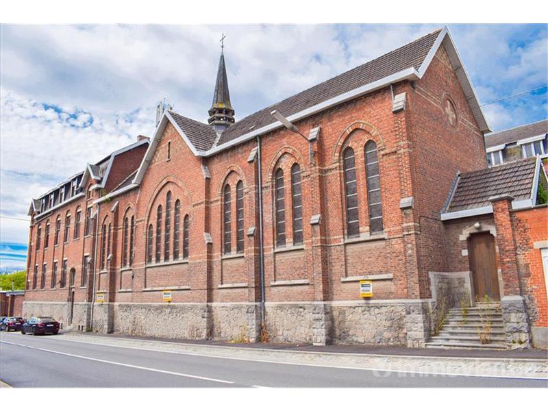 Bizar: volledig klooster te koop op Immovlan