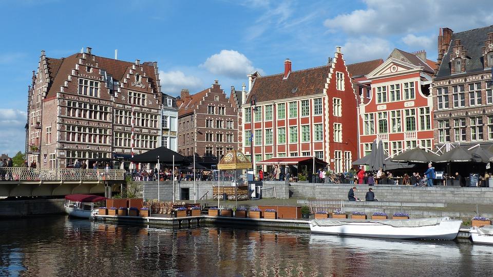 Ophef door ongezonde sociale woningen in Gent
