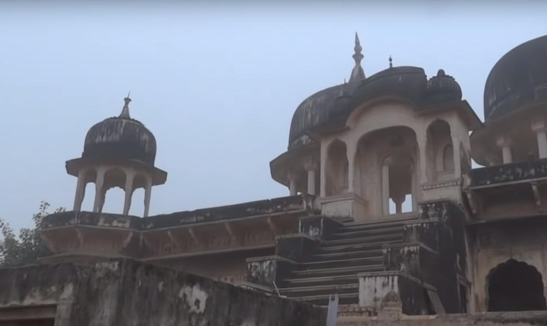 VIDEO: eeuwenoude paleizen in puin, bevolking onverschillig