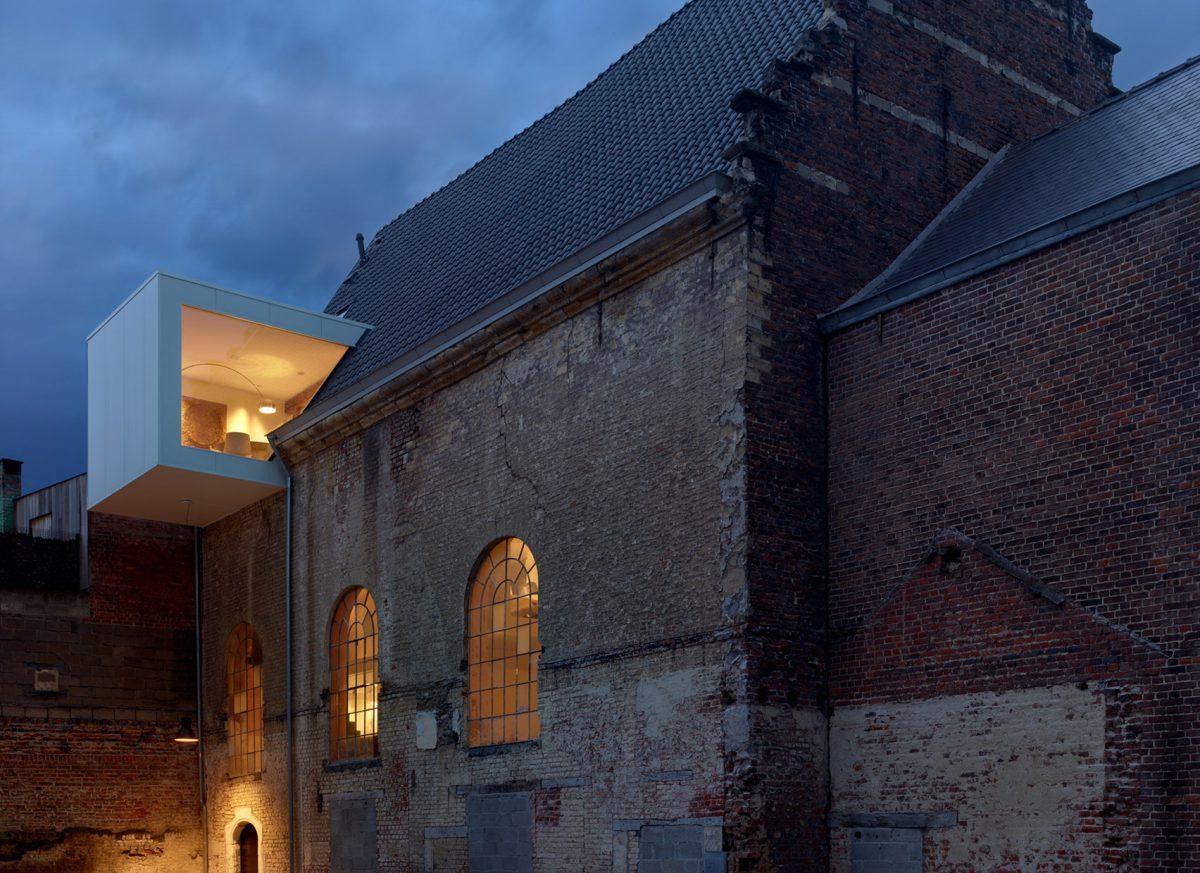 Deze Belgische kapel is een ongelofelijk architectenbureau