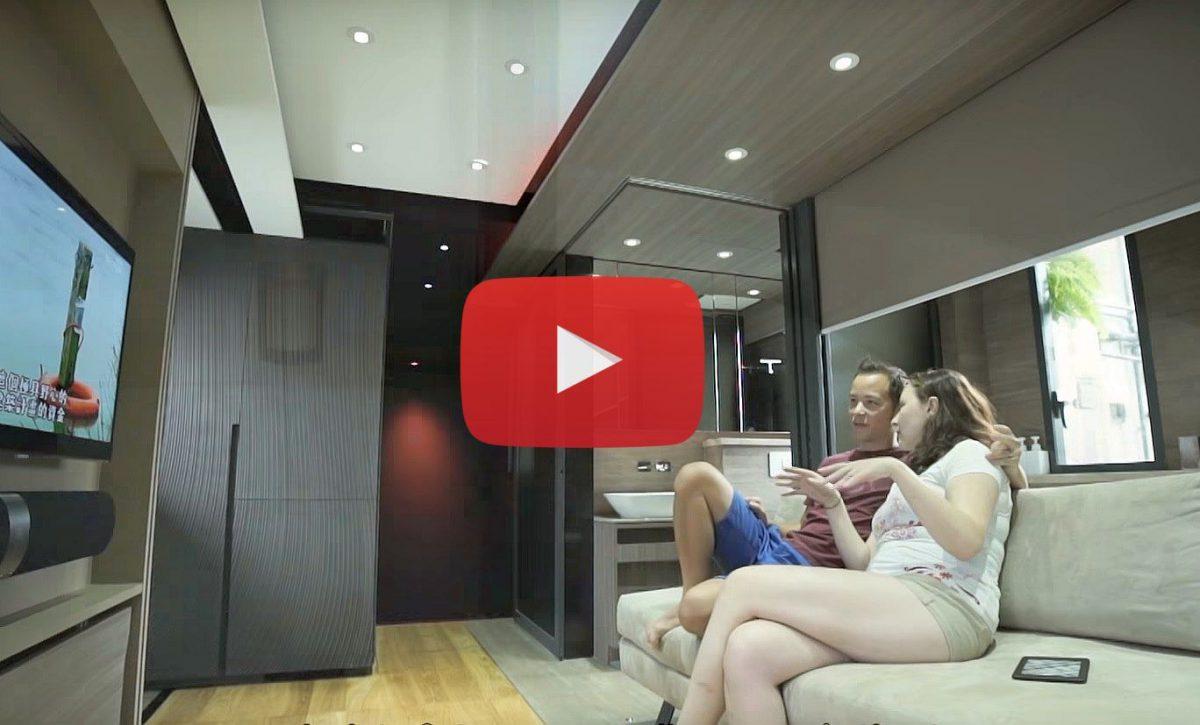 Video: een 29m² appartement met home cinema, Amerikaanse keuken en gastenkamer