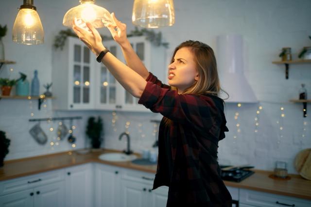 """Le clin d'oeil de Mila : """"Pourquoi j'ai tant de mal à installer mon luminaire…"""""""