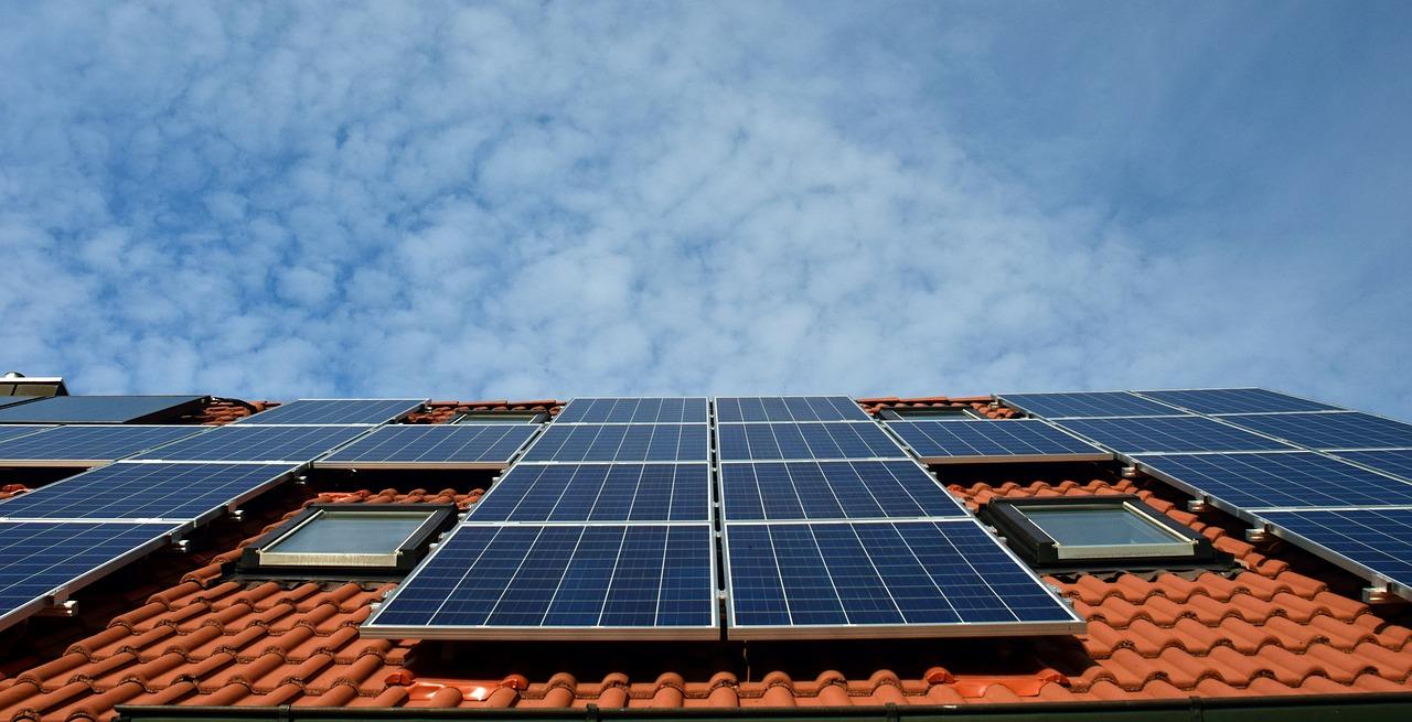 Brusselse daken met zonnepanelen: verdriedubbeling in 7 jaar tijd