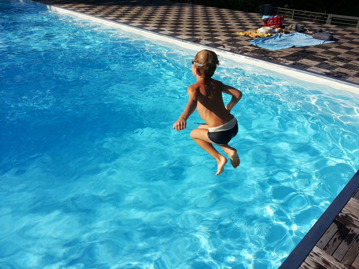 Je zwembad beveiligen als je kinderen hebt