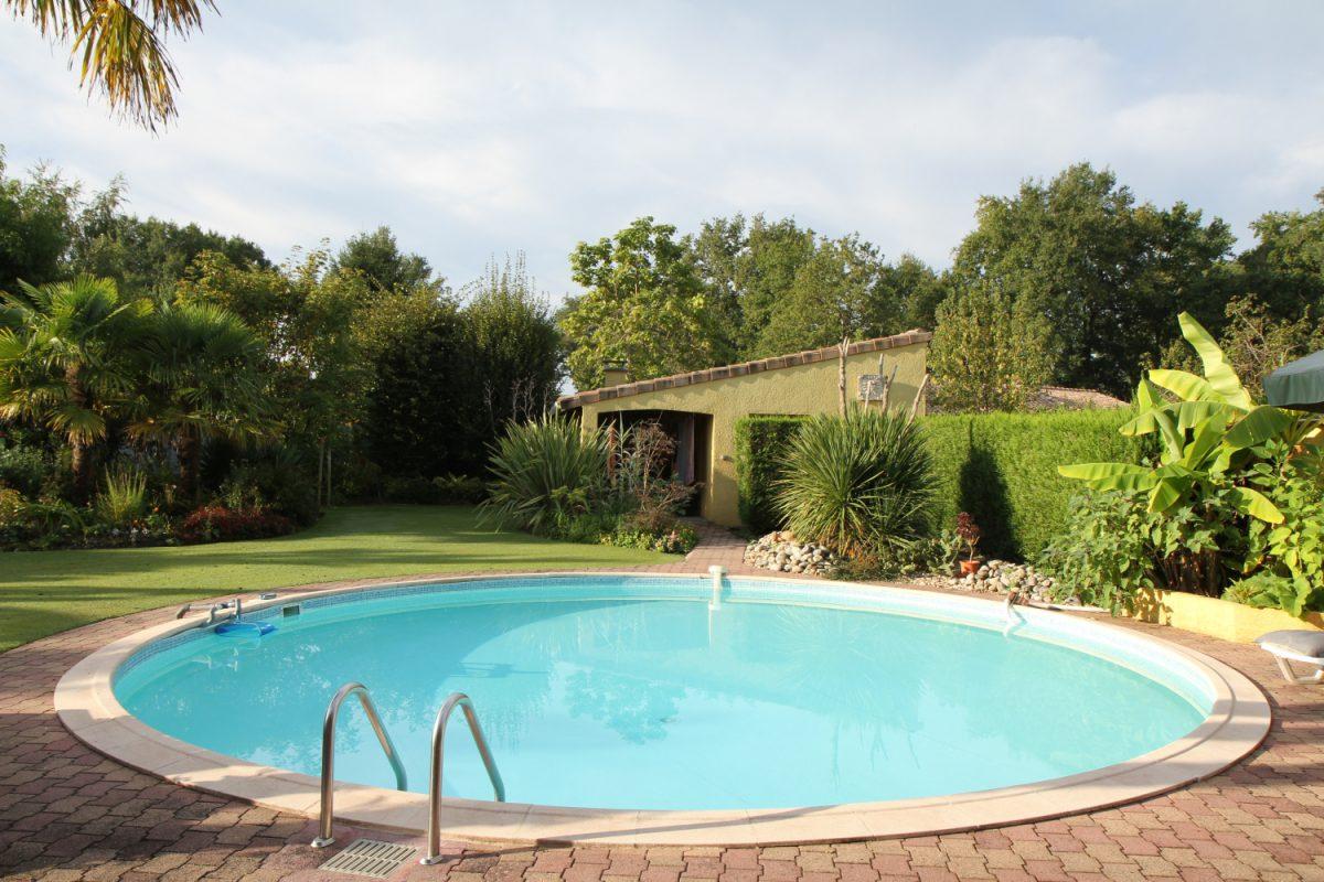 Een zwembad in de tuin: een stedebouwkundige vergunning nodig of niet?
