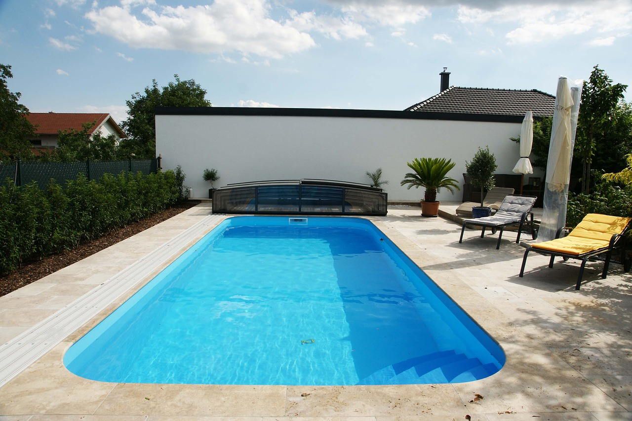Couverture de piscine : utile ou non?