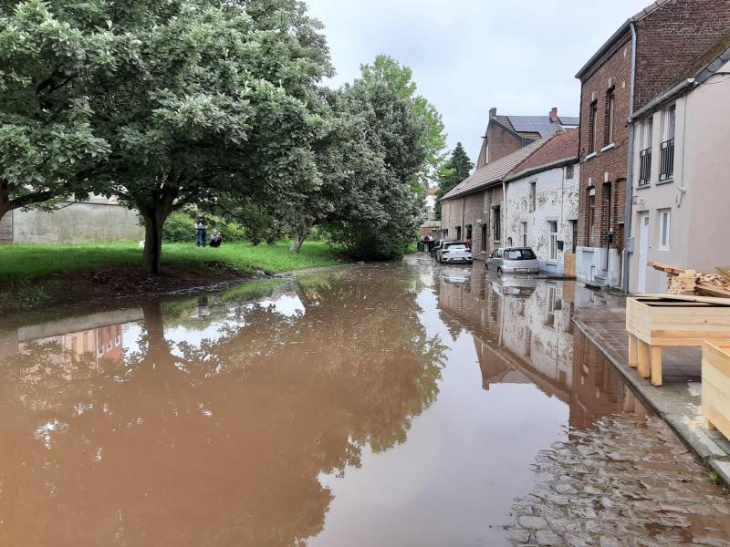 Une rue inondée dans ce village wallon… alors qu'il y avait plein soleil !