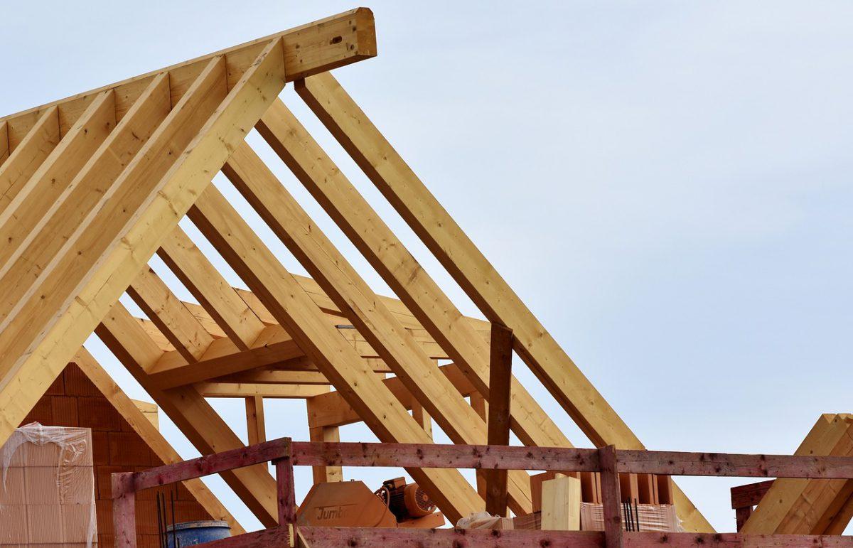 Hoe renoveer je voordelig je dak?