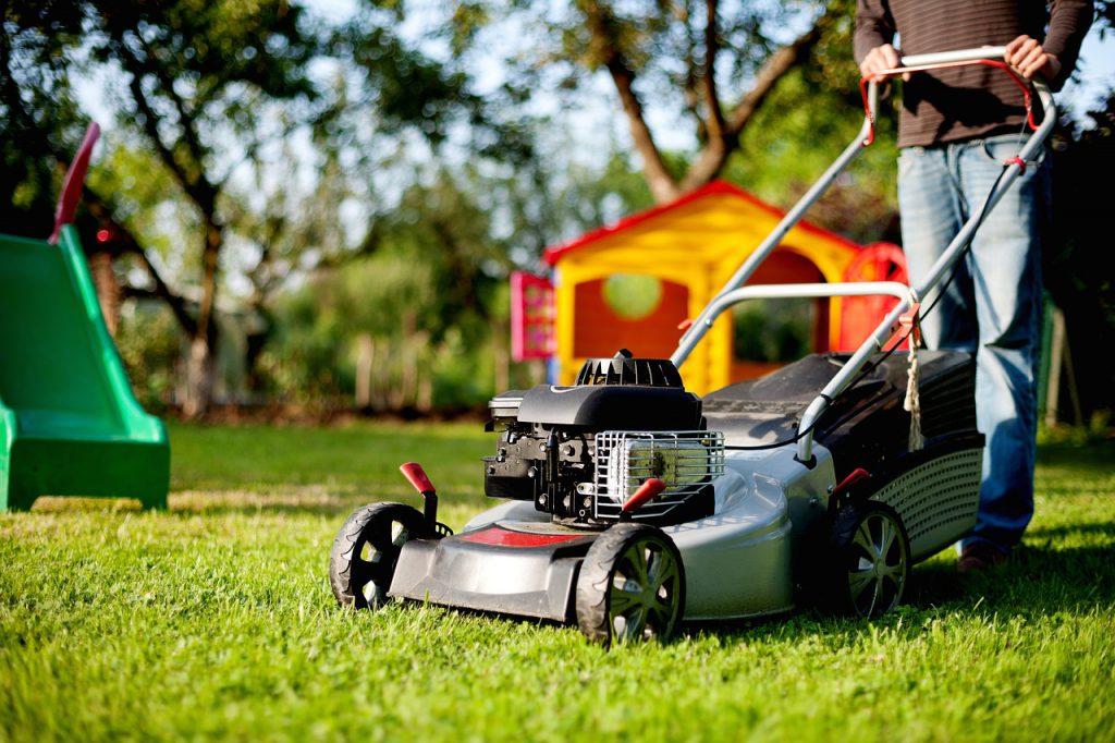 quand tondre la pelouse pour la derni re fois. Black Bedroom Furniture Sets. Home Design Ideas