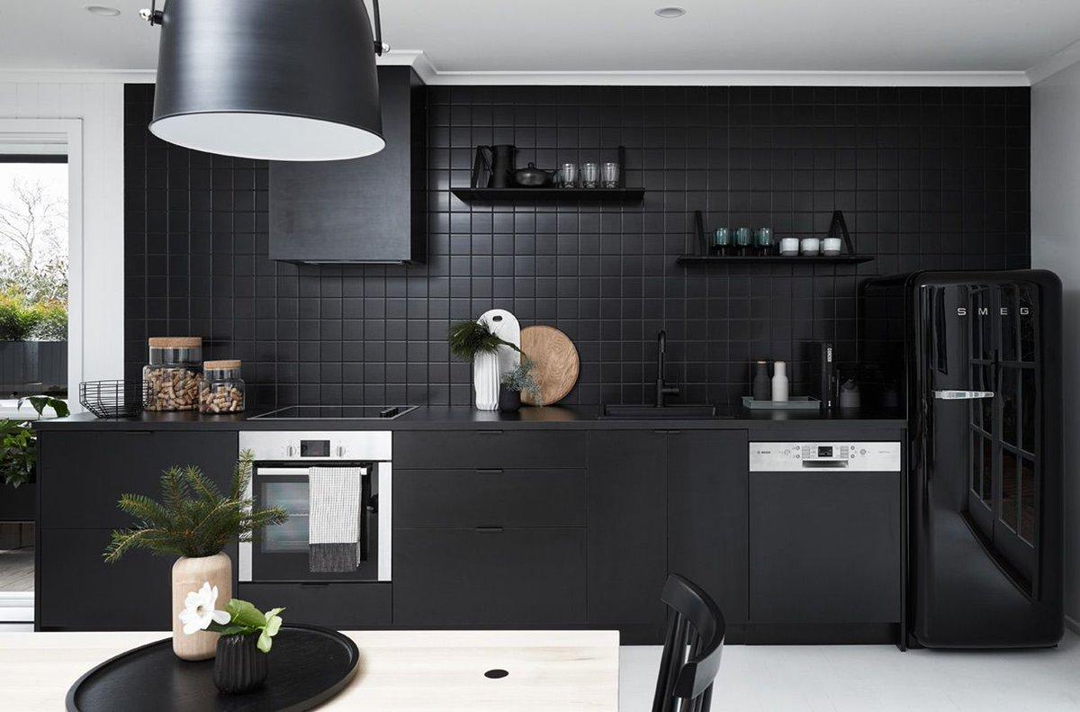 """Cool: een """"total black"""" interieur om bezoekers te intrigeren…"""