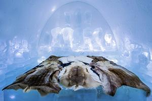 Jetez un coup d'oeil au premier hôtel de glace permanente