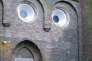 5 gebouwen die op gezichten lijken