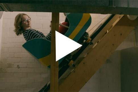 Videobuzz: een achtbaan in huis halen om het verkocht te krijgen!
