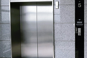 Vergeet de lift niet te moderniseren!