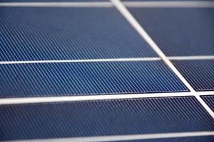 Waarom zonnepanelen niet per se op je eigen dak hoeven