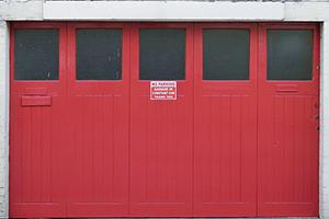 Mag je parkeren voor je eigen poort?