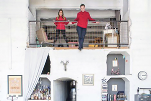 Ce loft Edison à LA possède des couloirs secrets, des bars vintage et une vue fantastique
