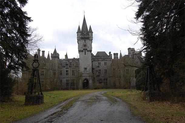 Wordt het Belgische kasteel van Noisy afgebroken op Immovlan.be