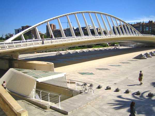 De Alamedabrug. Valencia, Spanje