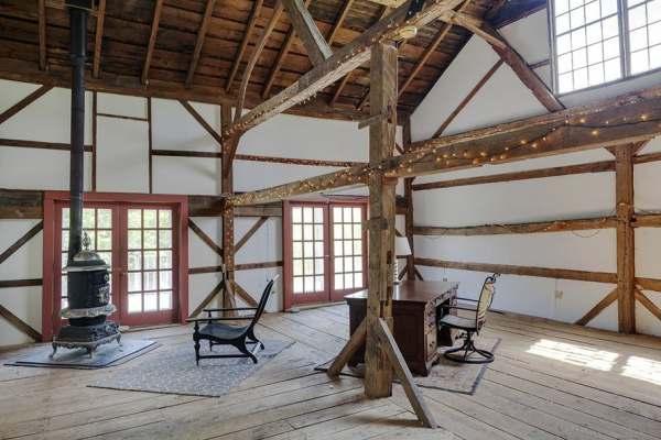 immovlan - luxe boerderij te koop Renee Zellweger bijgebouw