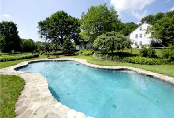 immovlan - luxe boerderij te koop Renee Zellweger zwembad