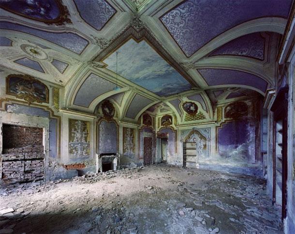 Vergeten kastelen. Foto's van Thomas Jorion. - Immovlan.be