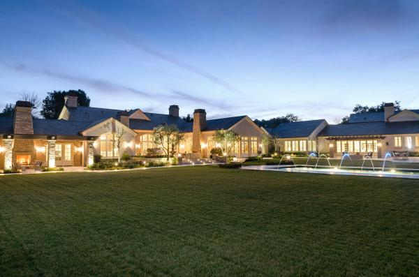 immovlan - nieuwe  woning van Kim Kardashian tuin