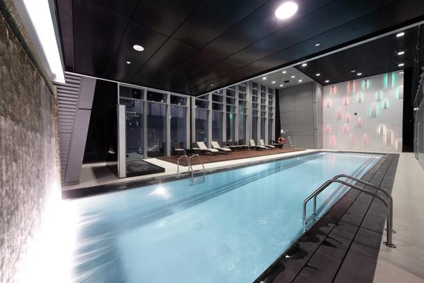 Actu immo 5 superbes piscines d 39 int rieur for Piscine pour nager