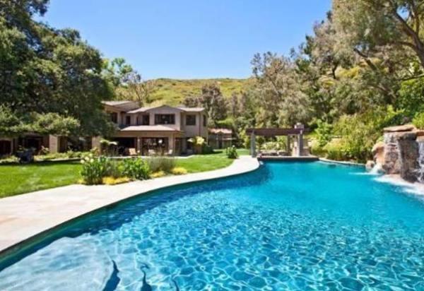 immovlan.be - piscine de star Britney Spears