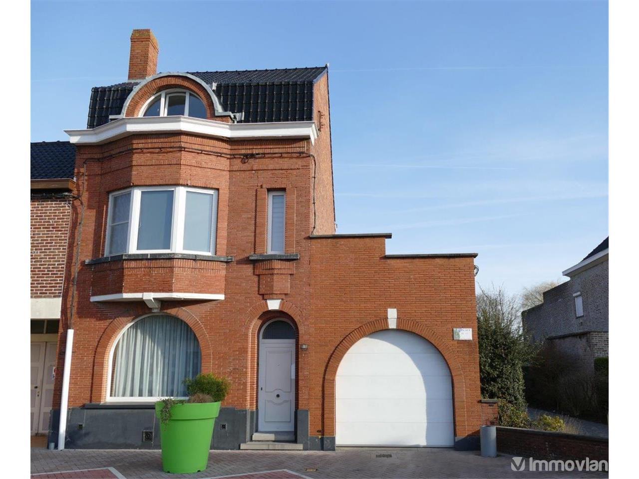 House in place de la victoire estaimpuis vwc